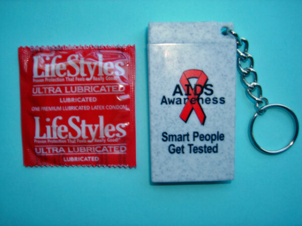 """""""Smart People Get Tested"""" Condom Key Chain"""